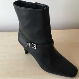 BANDOLINO Side Zip Leather Ankle Boots 6M NWOT